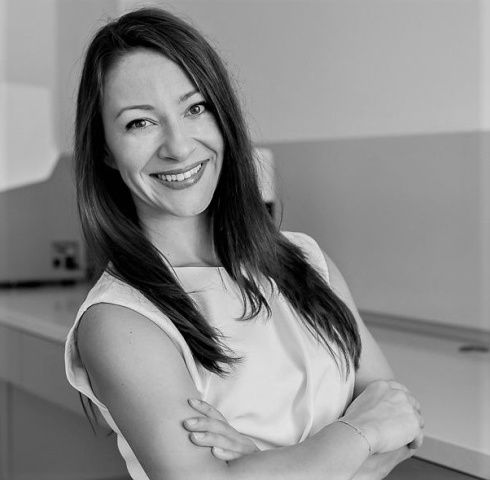 Dr.              Miona Jovanovic